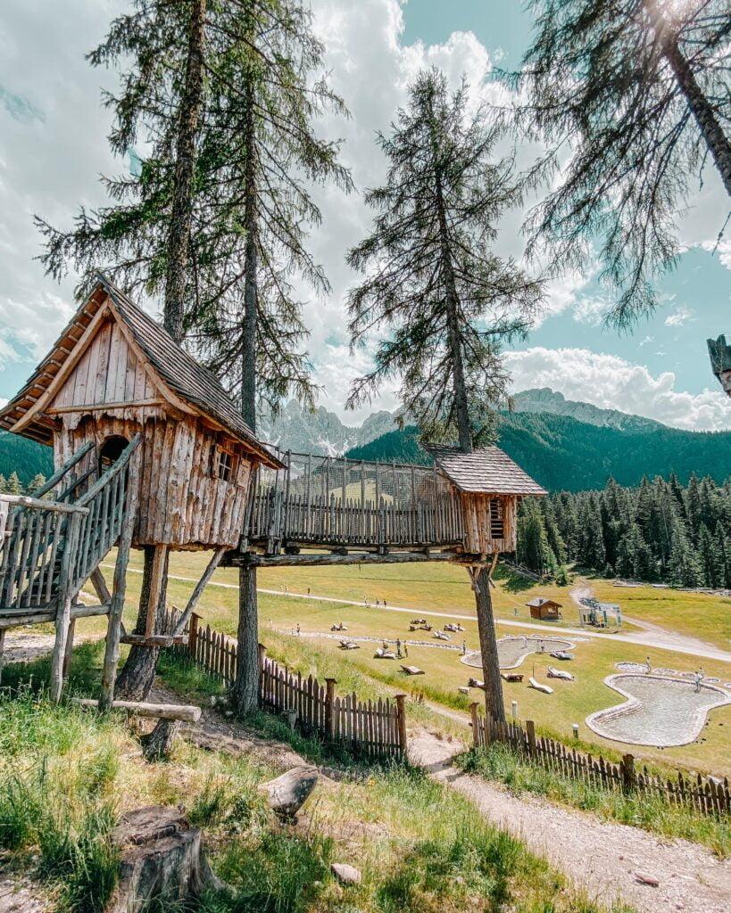 Villaggio Gnomi impronte gigante